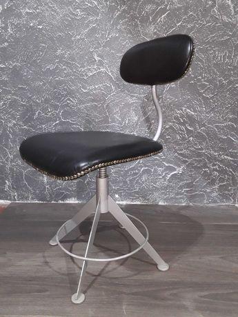 Продам кресло винтовое! Конец 50х начало 60 годов, реставрирыванное!