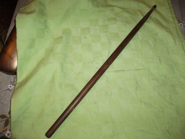 Барабанная палочка,деревянная.