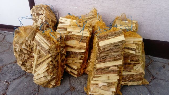 Worek drewna drobno pociętego sucha sosna na rozpałkę do pica kominka
