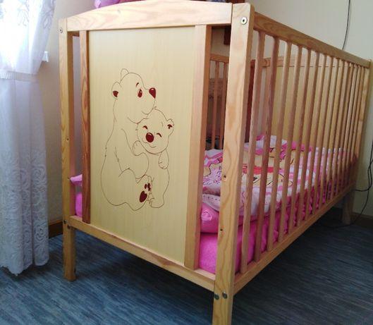Łóżeczko dziecięce z wyposażeniem