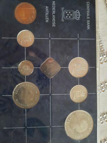 3 blistry z monetami