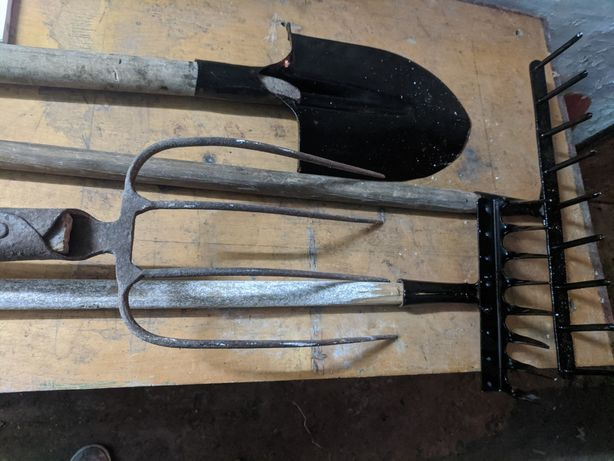 Комплект Инвентаря для хозяйства (грабли, вилы, лопата)