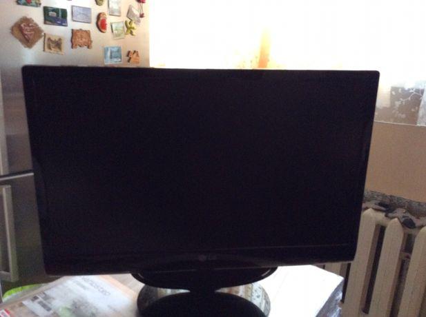 Монитор к компютеру LG 55cм.он так же и телевизор,подключается к кабел