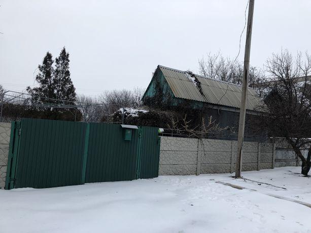 Продам земельный участок под застройку с железным домом