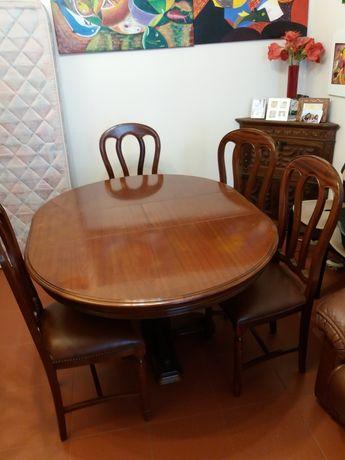 Mesa de jantar e sofá