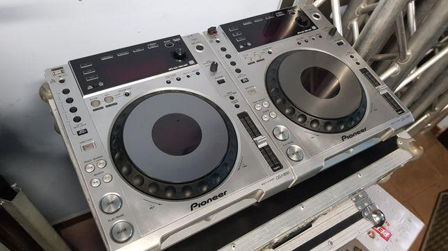 2 x Pioneer CDJ 850