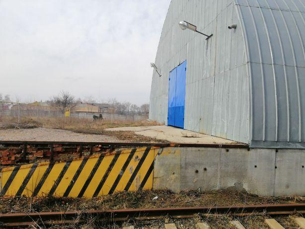 Продам склады/производство пл. 1600 м2 с ЖД веткой в Золочеве