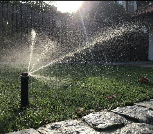 Nawadnianie trawnik z rolki z siewu tarasy ogrody