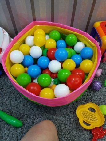 Детские пластиковые мячики