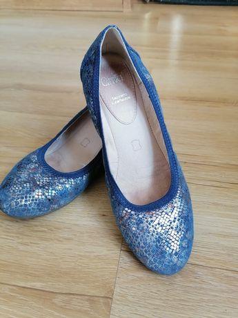 Piękne pantofle skórzane