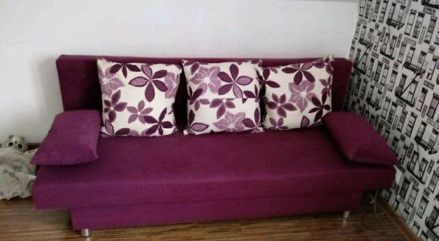 Sofa rozkladana  z poduszkami