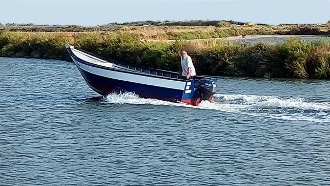 Vendo embarcação com licenças de pesca