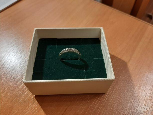Srebrny pierścionek r.17