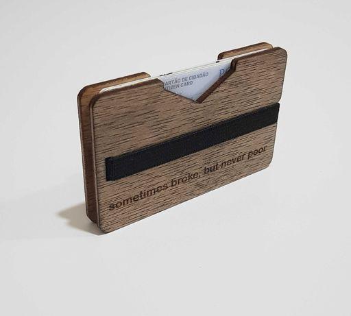 Carteira minimalista em madeira