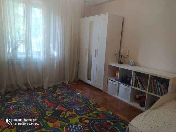 Продам затишну, теплу 2-кімнатну квартиру поряд з площею Шевченко