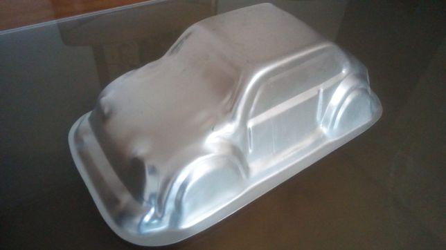 Forma de bolo carro