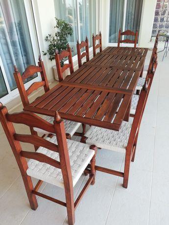 Mesa exterior com cadeiras