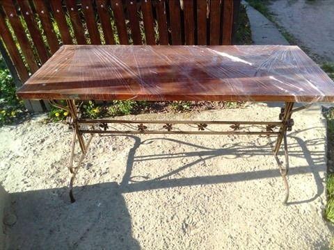 Садовий стіл