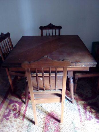 Mesa antiga de sala e 4 cadeiras