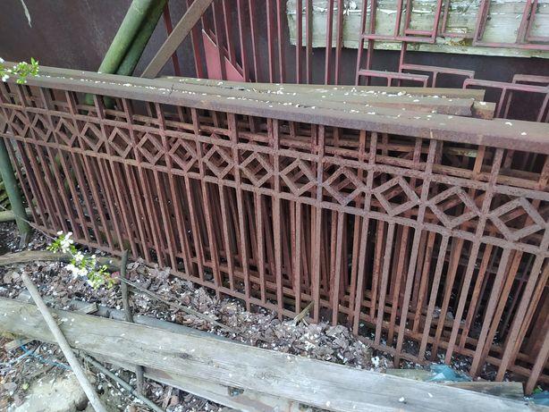Zabytkowe starodawne ogrodzenie/balustrada do renowacji