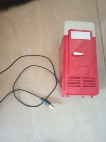 Lodówka USB, czerwona