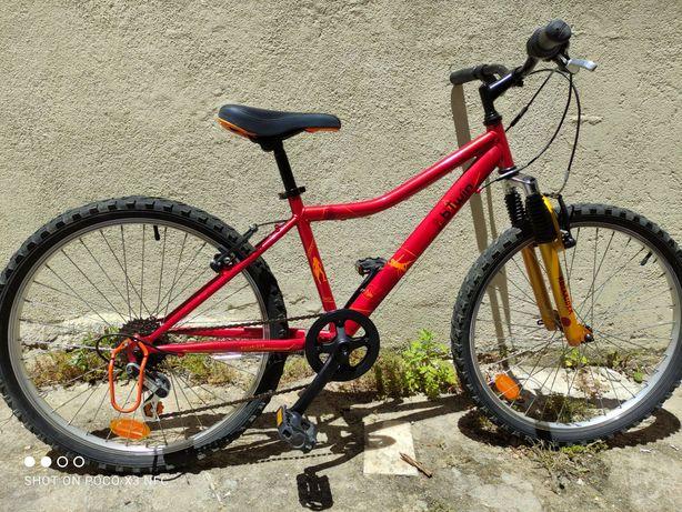 Bicicleta Btwin Rockrider roda 24 como nova com suspensão frontal