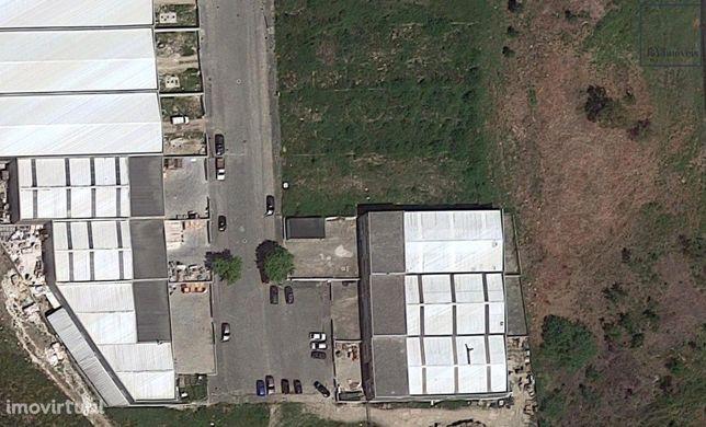 Armazem na zona industrial de Fragoso
