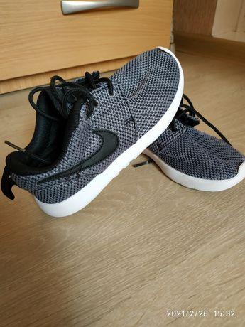 Кроссовки Nike оригинал 17 см