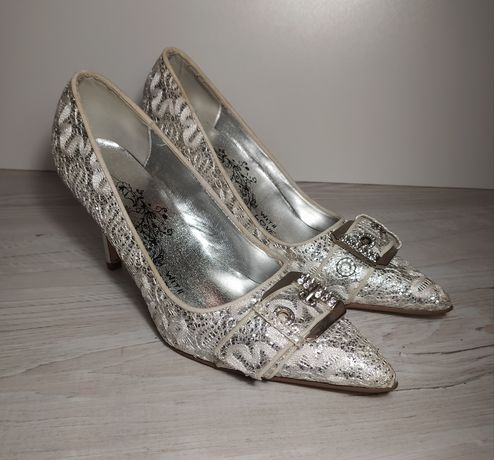 Туфли модельные женские на каблуке