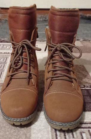 Продам зимние ботинки, практически новые.
