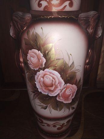 Продам большую вазу + цветы розы в подарок
