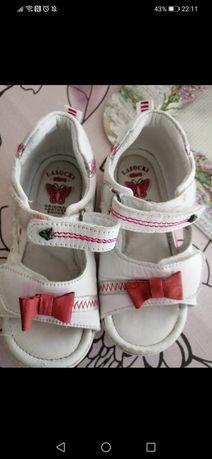 Sandałki lasocki 24