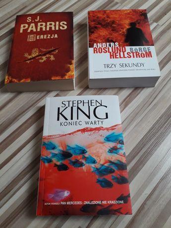 Trzy książki w miękkiej okładce