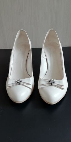 Buty ślubne rozmiar 40ecru z kokardka i kryształkami