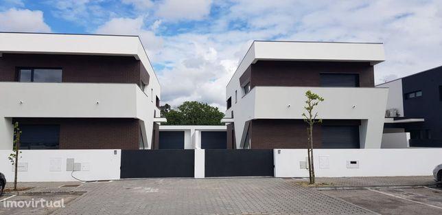 Moradia isolada T4 c/garagem e jardim em Ílhavo