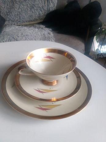 Bardzo stara filiżanka z porcelany z talerzykami z sygnaturą Art deco