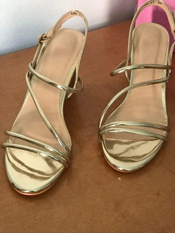 Sandálias de salto - tiras douradas- Novas