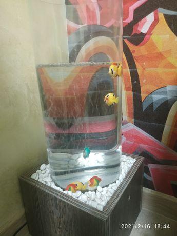 Декоративная лампа-колонна водяная с рыбками