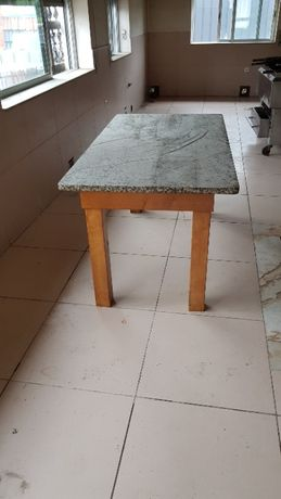 Mesa tampo granito