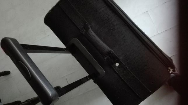 Duża walizka czarna materiałowa wyjazdowa 70 x 25 x 47 cm tanio