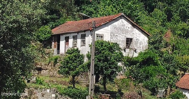Moradia para restauro em Bouro Santa Maria, Amares