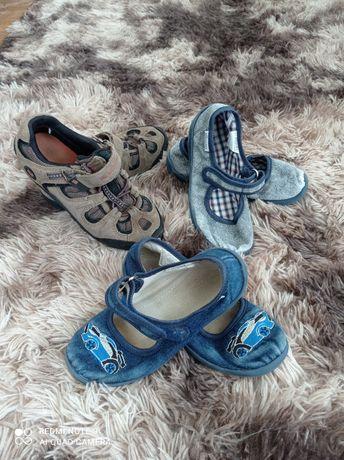 Набор детской обуви. Тапочки, кроссовки