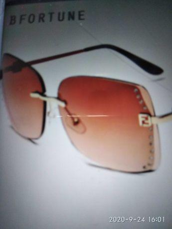 Продам красивые,,солнцезащитные,женские очки со стразми