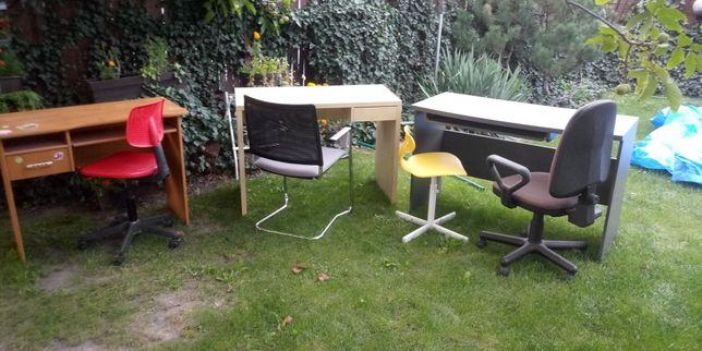 Komplet trzech biurek dziecięcych i krzeseł