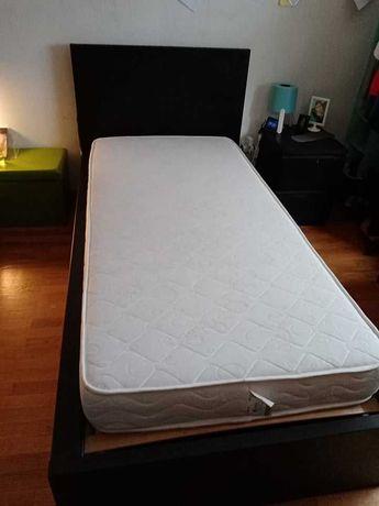 cama IKEA com leds RGB embutidos