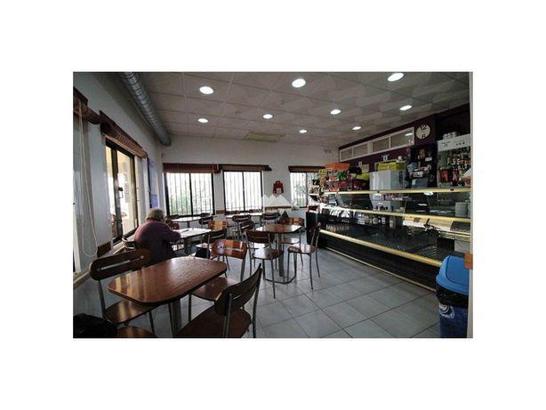 Snack Bar c/ esplanada coberta. Completamente mobilado. M...