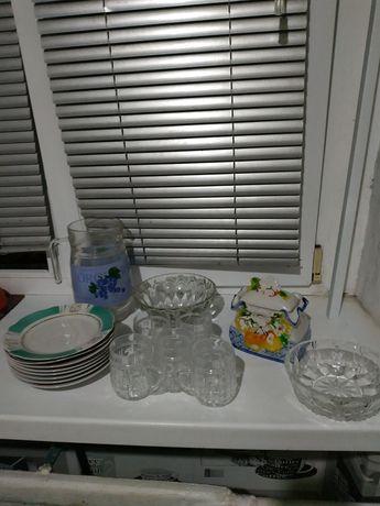 Посуда графин,тарелки,рюмки,салатники