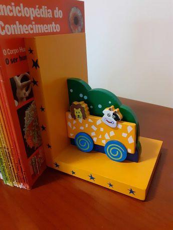suporte livros quarto criança