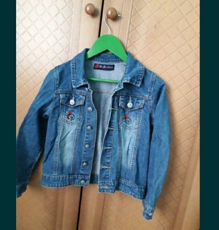 Одяг на дівчинку