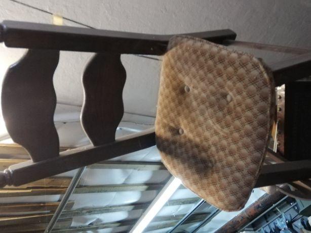 Cadeiras de mesa em couro em bom estado e  outras